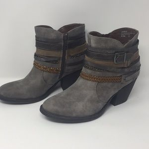 Cute gray Jellypop ankle boots